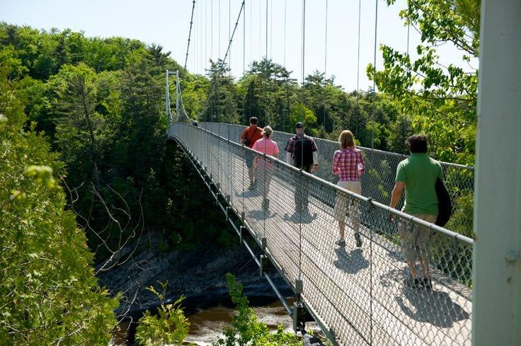Source: http://www.tourismelevis.com/fr/activite/sports-et-plein-air/centre-de-plein-air/parc-des-chutes-de-la-chaudiere
