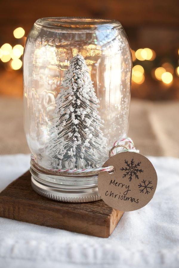 Une boule à neige qui a du style, elle peut faire un très joli cadeau! (Pinterest)