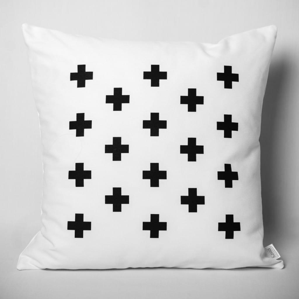 """Coussin Noir & Blanc """"Croix"""" de À Plate Couture (Montréal)"""