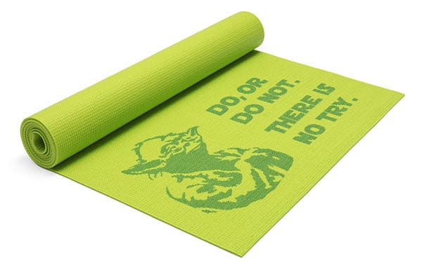Tapis de yoga de yoda via Think Geek