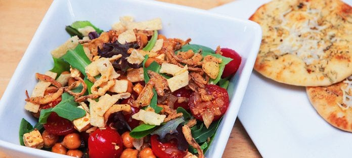 Salade-repas aux pois chiches